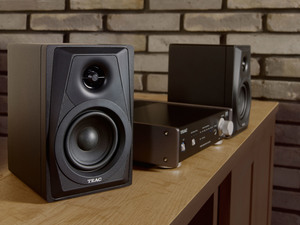 LS-M100 Active Stereo Speakers Black